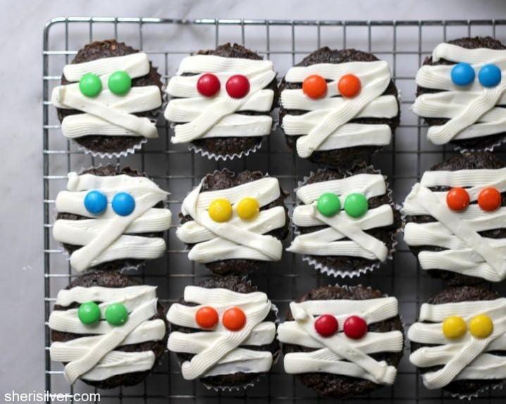 Fun Halloween Cupcake Recipe Roundup - Mummy Cupcakes from Donuts, Dresses & Dirt