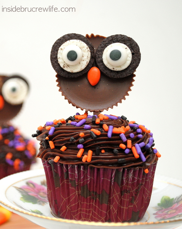 Fun Halloween Cupcake Recipe Roundup - Reese's Owl Cupcakes from Inside BruCrew Life