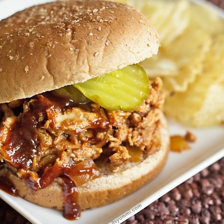 Slow Cooker Pulled Chicken Recipe on ItsYummi.com AND a chance to win a Hamilton Beach 6 quart slow cooker! (ends 10/20/14)