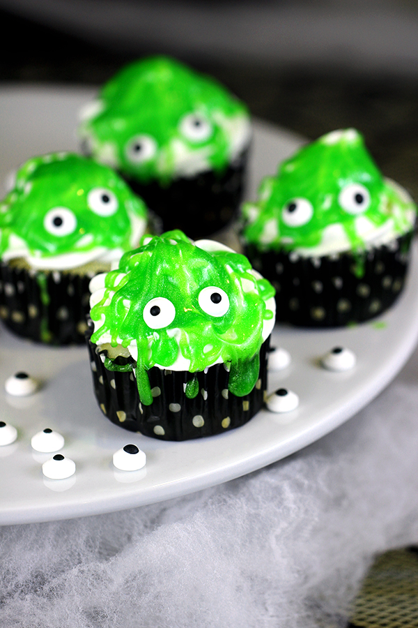 Fun Halloween Cupcake Recipe Roundup - Slimy Monster Cupcake from Homemaking Hacks