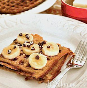 Banana Bread Waffles - Get this and more waffles recipe ideas on itsyummi.com
