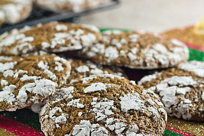 These low carb chocolate crinkles are a skinny version of the classic Christmas cookie. They might become one of your favorite cookie recipes! ItsYummi.com