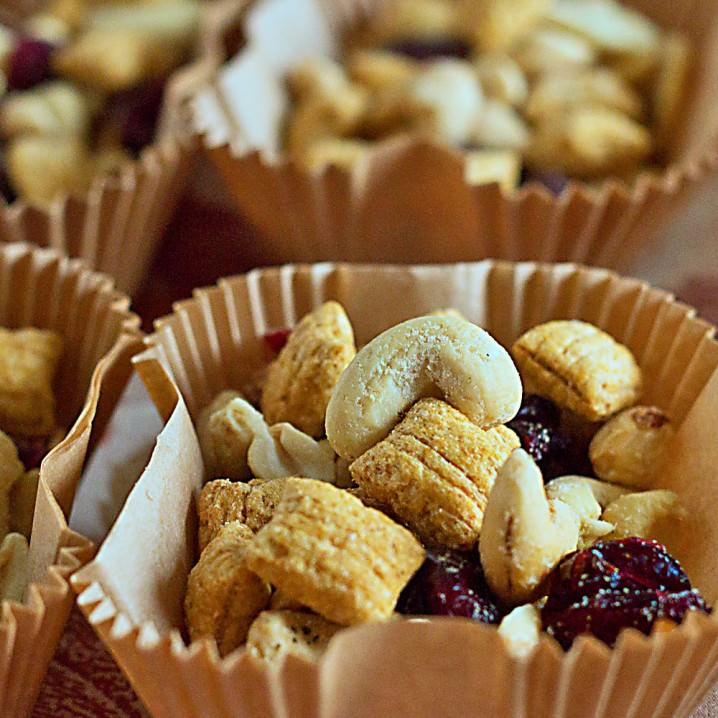 Ranch Roasted Nuts Snack Mix - a nutritious mix of cashews, peanuts, puffed oats, and dried cranberries. Perfect for holiday parties!
