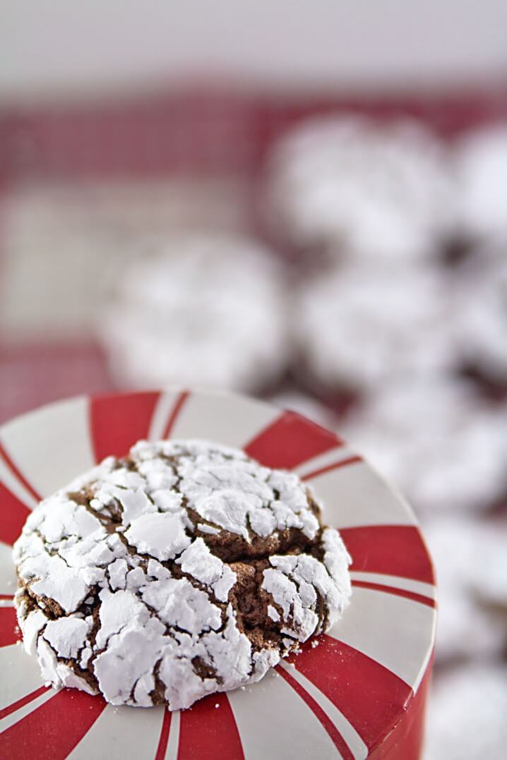 Easy Cookie Recipes: Chocolate Gingerbread Crinkle Cookies - This is a 5 ingredient Christmas cookie recipe, made from a boxed cake mix!