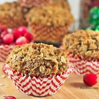 Get the recipe for these bakery style cranberry streusel muffins. Tender, moist cinnamon spiced muffins, stuffed with dried cranberries and topped with a sweet, crumbly streusel oats topping. Recipe from @itsyummi