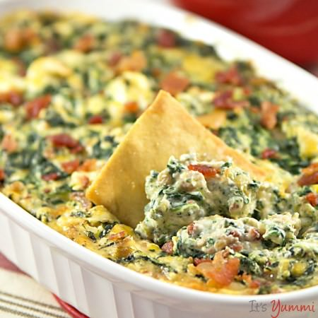 This is the best hot spinach dip recipe I've ever made! Probably because it's lower in fat and low carb, too! - spinach dip with bacon recipe from ItsYummi.com