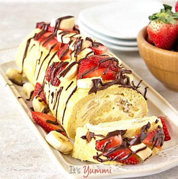 Skinny Banana Split Cake Roll: This is one of the lightened up cake recipes that I've fallen in love with. Just 168 calories and 4 grams of fat per slice!