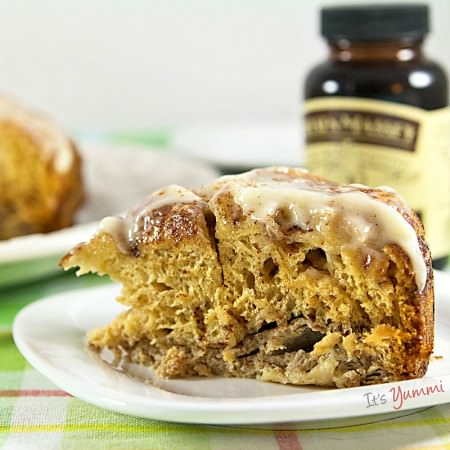 Easy Slow Cooker Cinnamon Roll Casserole