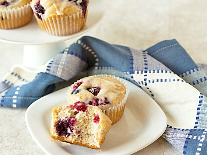 This recipe for Bisquick berry muffins takes just 15 minutes to make. Use frozen fruit instead of fresh and they come out SO moist! From ItsYummi.com