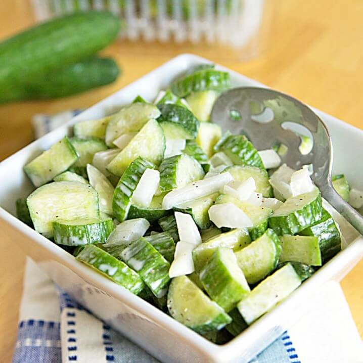 This cucumber salad recipe is low carb, gluten-free, and loaded with flavor from the @melissasproduce cucumbers, Vidalia onions, and the garlic-lemon vinaigrette dressing. Get the recipe and tips from @OXO to help your produce last longer. OXOGreenSaver