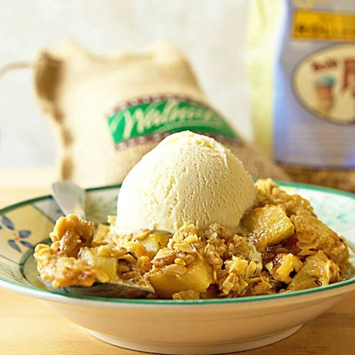Gluten-Free Pear-Walnut Crumble - Fresh pears, crunchy walnuts, and gluten-free oats are seasoned and baked up in a skillet. Perfect dessert or brunch treat! From @itsyummi for #BrunchWeek 2015