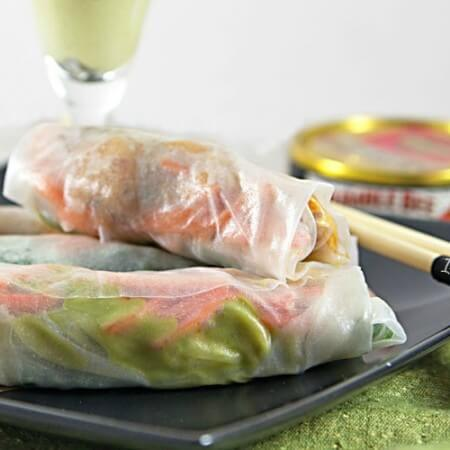 Sundried Tomato Tuna Spring Rolls Recipe - Albacore tuna, crunchy veggies, spinach, and avocado are rolled up for a healthy, portable Summer meal. Recipe from @itsyummi (www.itsyummi.com)