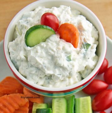 Creamy Dill Cucumber Yogurt Dip Recipe - If you're looking for a healthier snack to take to parties or serve as a game day snack, this dip is it! Light Greek yogurt, cream cheese, cucumber, dill, and a few spices are all you need to make this yummi dip! Get the recipe from @itsyummi