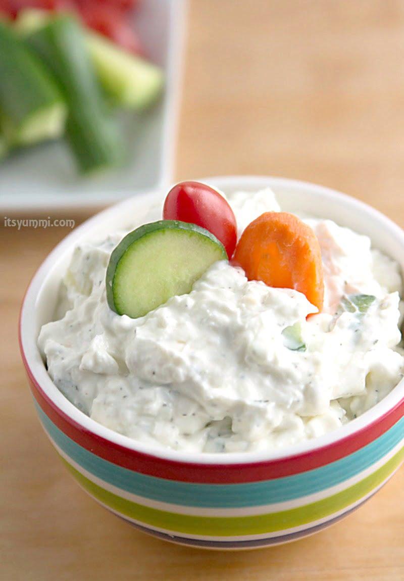 Dill Cucumber Yogurt Dip {Low Carb} ⋆ Its Yummi