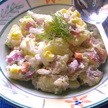 Farmer's Market Potato Salad is a quick, easy, and delicious vegetarian side dish, made with fresh vegetables from your local farmer's market or your vegetable garden! Get the recipe on itsyummi.com